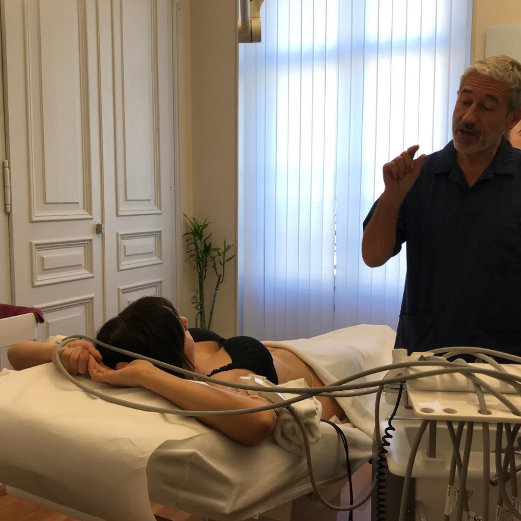 Dr Perrenoud explique le fonctionnement du traitement minceur truscuplt