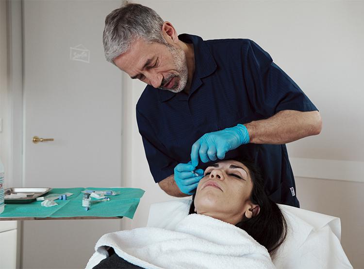 Le Botox (toxine botulique) peut être utilisé dans la réjuvénation.