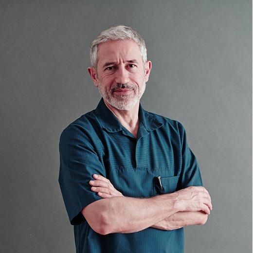 le Docteur Perrenoud, dermatologue à Lausanne